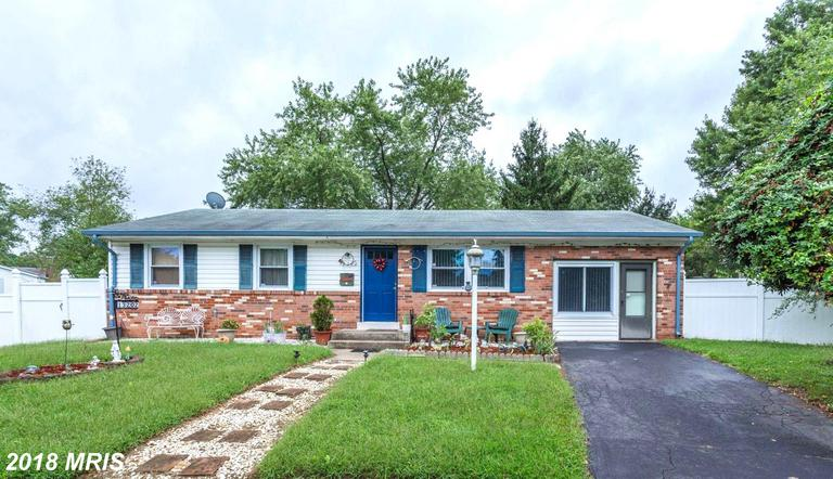 Updated Rambler on over 1/4 Acre! Private Cul-de-sac living! Remodeled Kit w/Granite, Tile, Cabinets