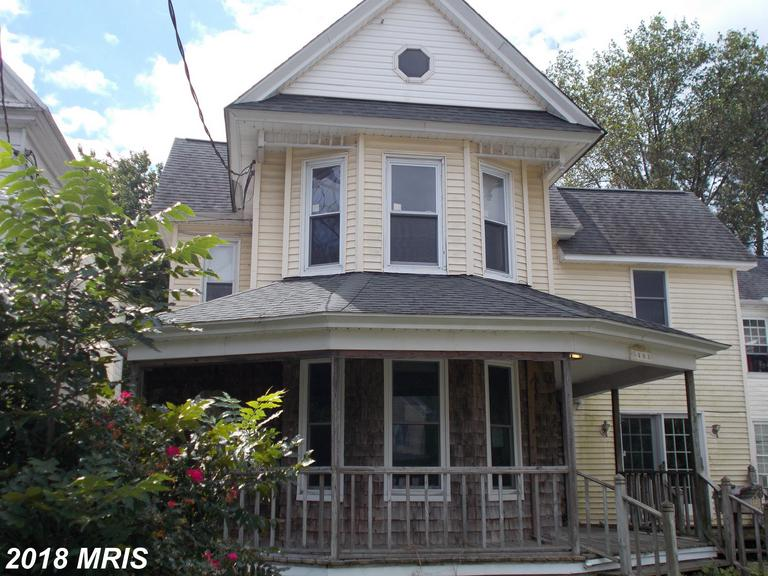 This is a gracious older home on Cambridge's main entryway.  It offers wrap porch, wood floors, and