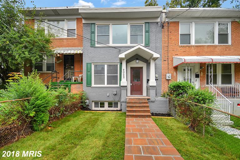 """1-2-3This home will be SOLD fast! """"IN VOGUE..Renovated Stunning Eye Catching Beauty!"""" It LOOKS so GO"""