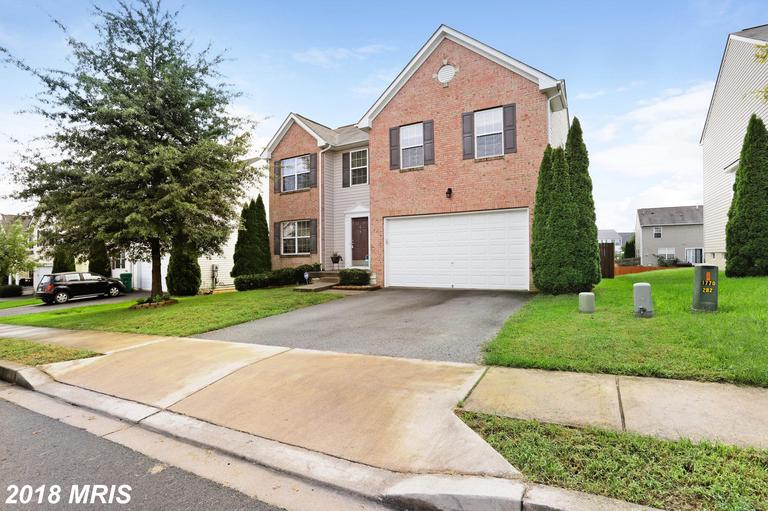 4 bedroom, 2.5 Bath huge Colonial with 2928 sq ft of home! Garage, light and airy paint schemes, har