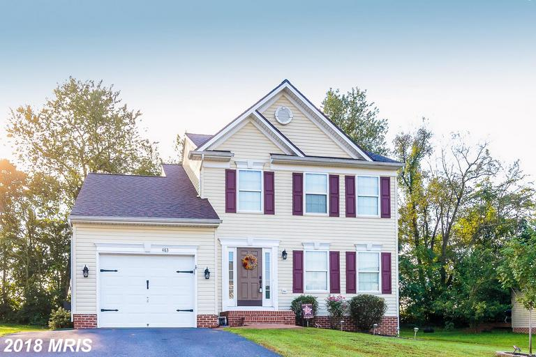 This beautiful 3 story home is lovingly cared for with 3 bedrooms & 2.5 baths. Spacious eat-in kitch