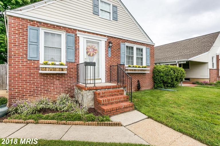 Updated, beautifully maintained, 3BD, 2FB, cape cod is priced to sell on desirable Margaret Ave!  Pr