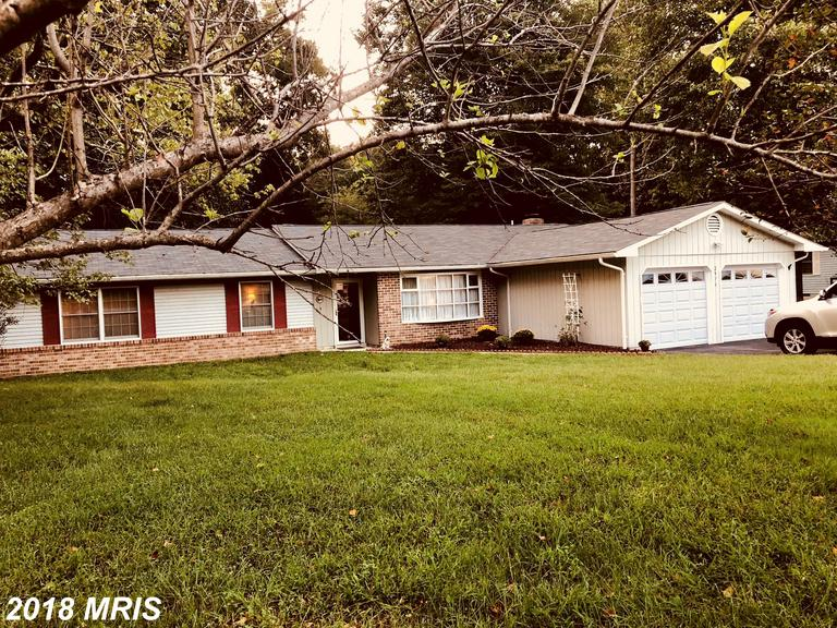 ***NICE RAMBLER IN SOUGHT AFTER NEIGHBORHOOD***KITCHEN VIEW OF FAMILY ROOM W/FIREPLACE***REMODELED K