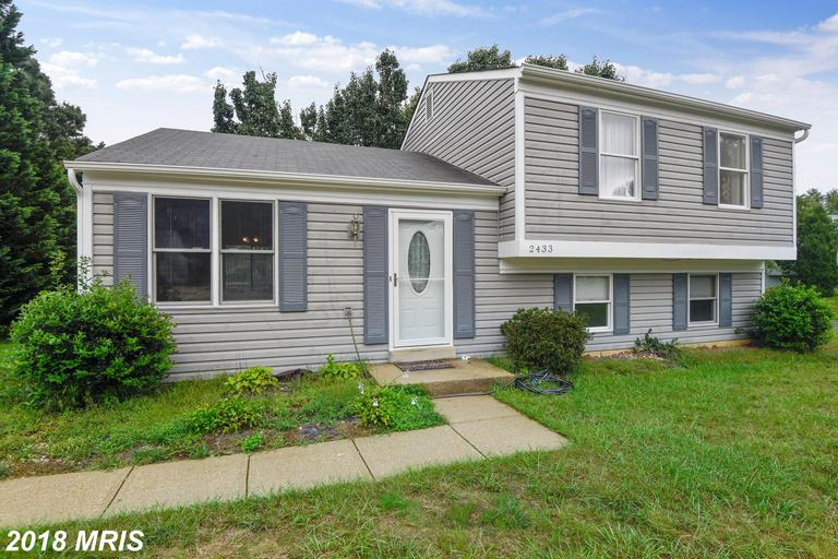 Wow - you're going to love this home! The split level style offers three bedrooms (master has a walk
