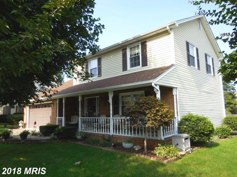 HIGHLY MAINTAINED HOME on quiet Cul-de-Sac. Updates include: HVAC, Roof @ Hot Water Heater (all in 2