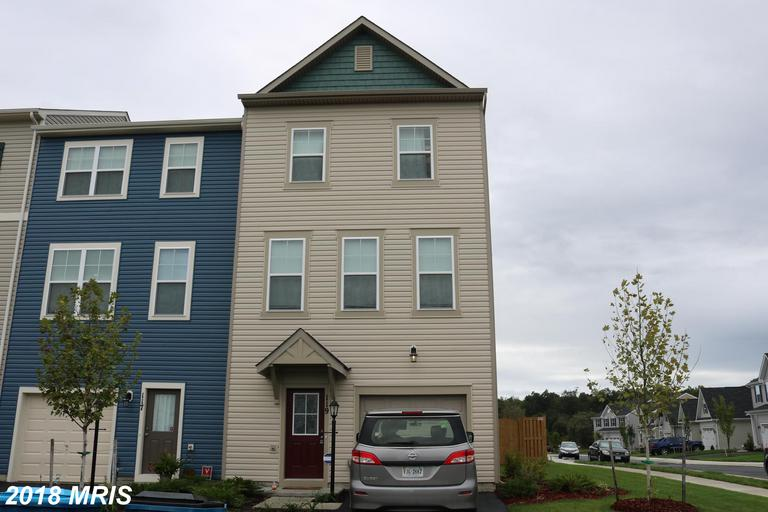 This Shenandoah End Unit with 1 Car Garage offers a spacious Main Level with gleaming Hardwood Floor