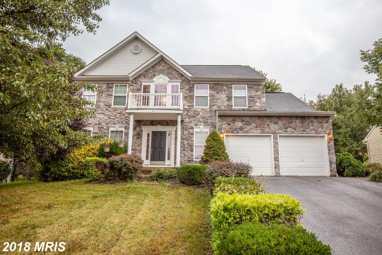 Gorgeous 4 bedroom 3 1/2 bath colonial with in-ground pool.  Open floor plan concept, large kitchen
