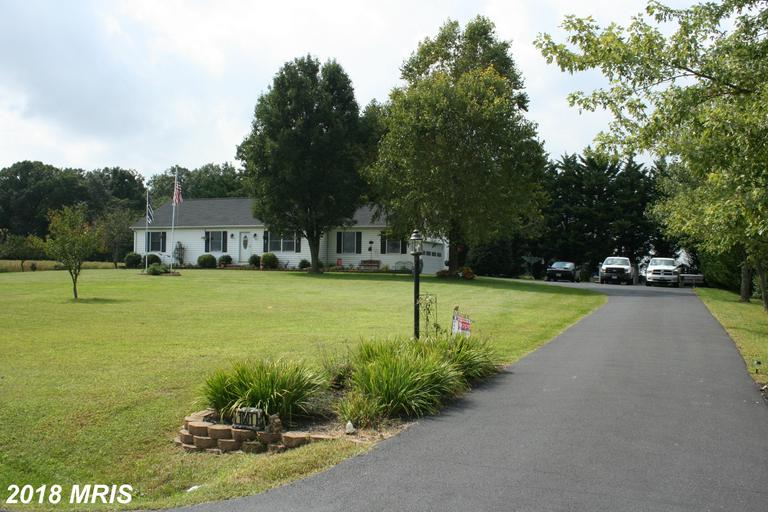Must See!  Very nice 3 br 2 ba rancher on private 1 acre lot features, country kitchen / dinning rm