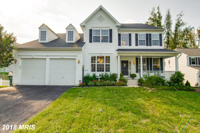STUNNING ONE OWNER HOME W/GREAT STYLE & CLASS! FORM LIV & DIN RMS, BTFL HARDWOOD FLRS! MAIN LVL PRIV