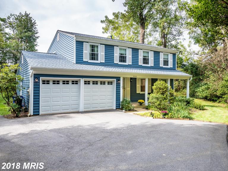 Popular colonial floor plan located in the Longfellow neighborhood. One of the special features of t