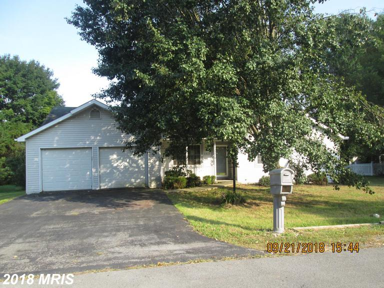 Rancher in great location. Close to schools, shopping and I-81 for commuters. Needs some work.