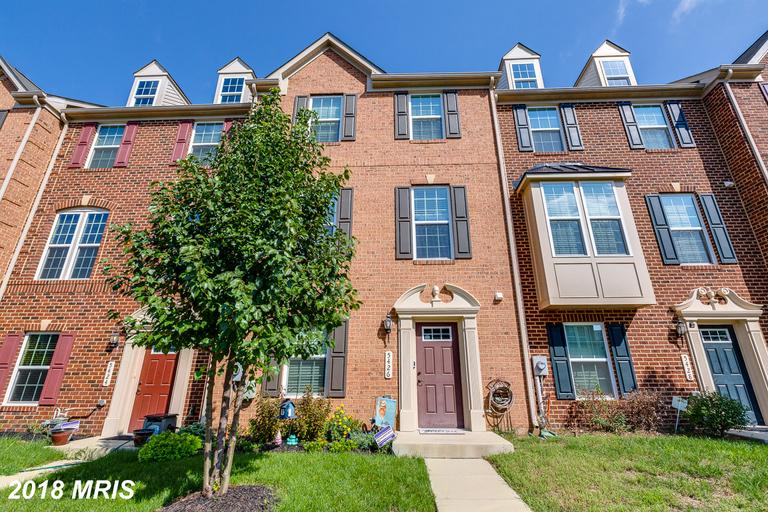 ALMOST 22300 SQ FT OF LIVING SPACE ON 3 LVLS*HUGE 1ST FLOOR FR &1/2 BA*STUDY/OFFICE ON THIS LVL ALSO