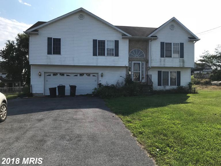 Great home in established neighborhood minutes from 81, Martinsburg or Winchester VA. Access to the