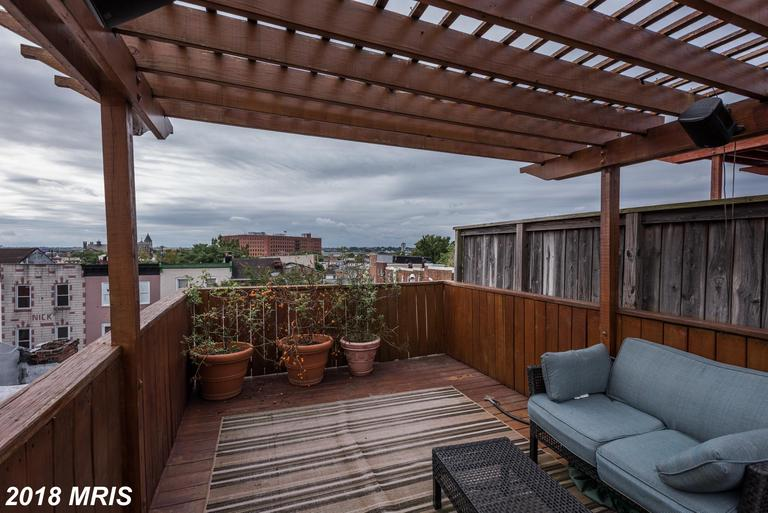 Wonderful Home On Pigtown MainStreet. Finished Basement/ Off Street Parking/ 3 Tier rooftop deck and