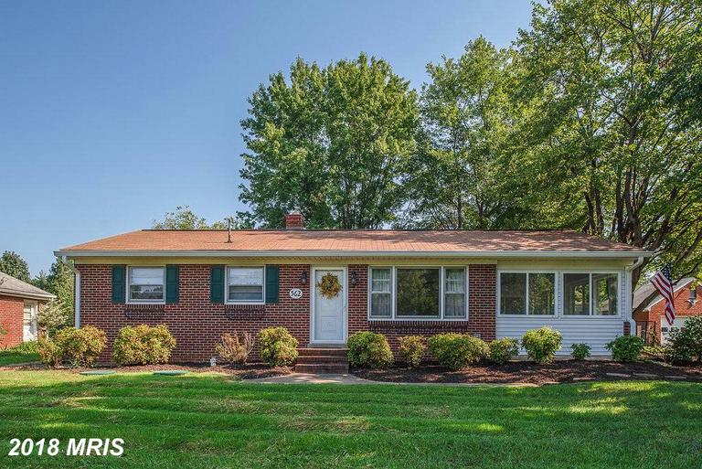 WHAT A GREAT LOCATION WITH THIS SUPER CUTE RAMBLER. THIS HOME OFFERS A WONDERFUL SETTING SO CLOSE TO
